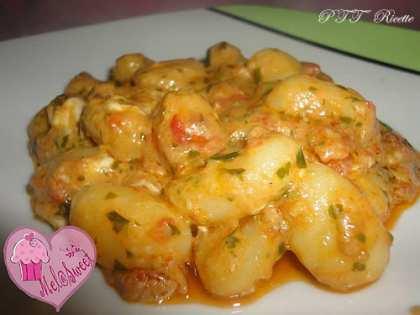 Gnocchi di patate al pesto rosso e gorgonzola
