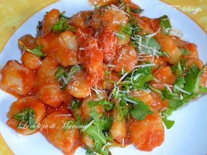 Gnocchi di patate al pomodoro con rucola