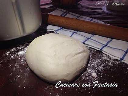 Impasto per la pizza fatto con la macchina del pane (mdp)