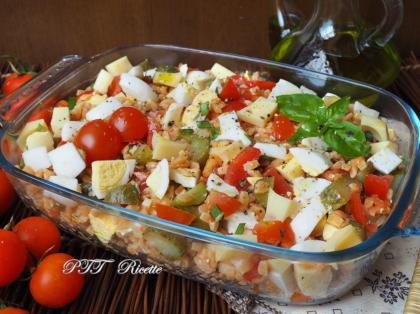 Legumotti all'insalata con pomodorini, uova ed emmental