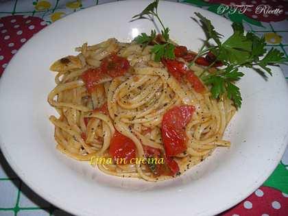 Linguine con acciughe e pomodorini Pachino