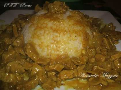 Manzo al curry con riso bianco