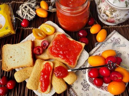 Marmellata di mandarini cinesi Kumquat e ciliegie