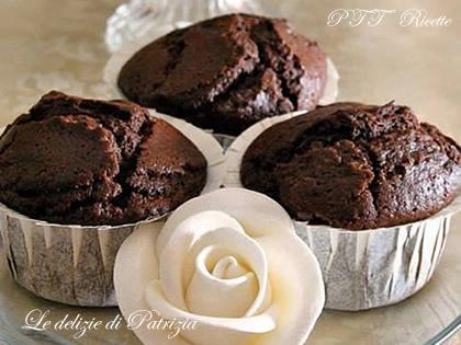 Muffin al cacao con mela e succo d'arancia