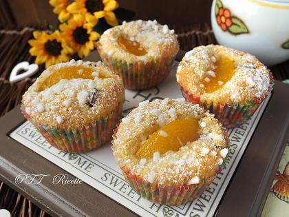 Muffin al cocco con pesche sciroppate