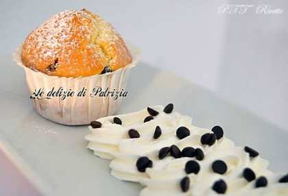 Muffin alla panna con gocce di cioccolato