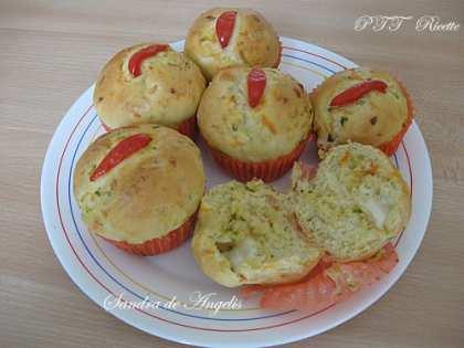 Muffin salati con carote, zucchine e mozzarella