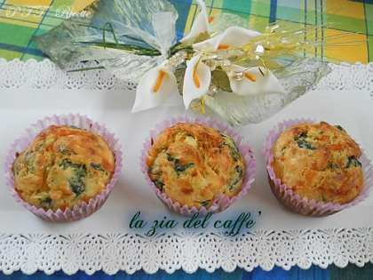 Muffin salati con spinaci e salame piccante