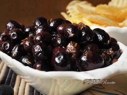 Olive da olio in tegame con cipolla e rosmarino
