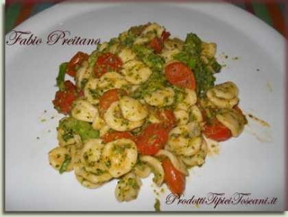Orecchiette con broccoli e pomodorini