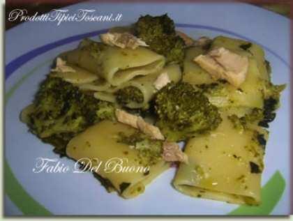 Paccheri con broccoli neri e salmone
