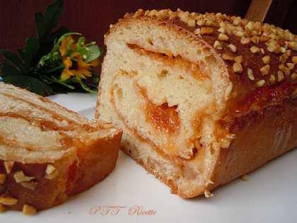 Pan brioche dolce con marmellata