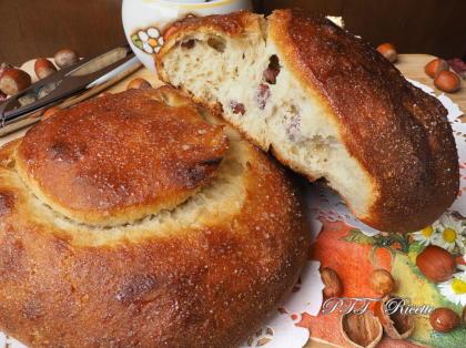Pane dolce con nocciole