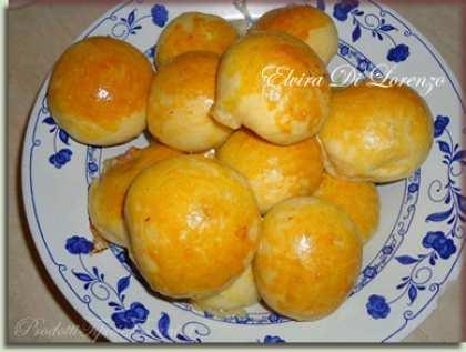 Panini di pan brioche con salame e mozzarella