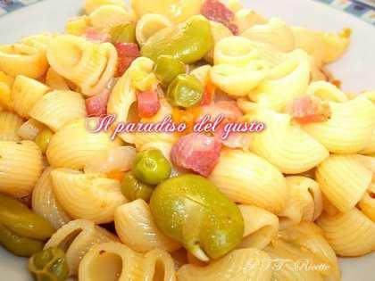 Pasta con fave fresche e pancetta