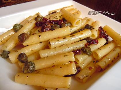 Pasta veloce capperi e pomodori secchi sott'olio