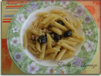 Pennette rigate con tonno, olive e capperi