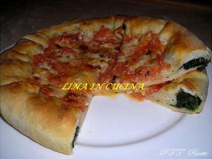 Pizza con il bordo ripieno