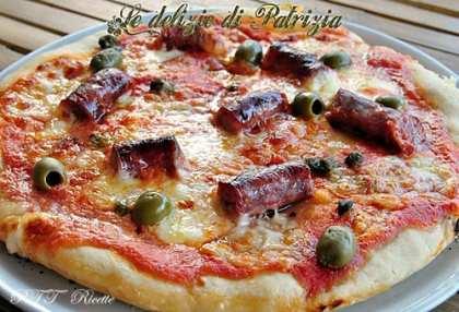 Pizza salsiccia e olive