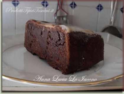 Plum cake con glassa e nocciola