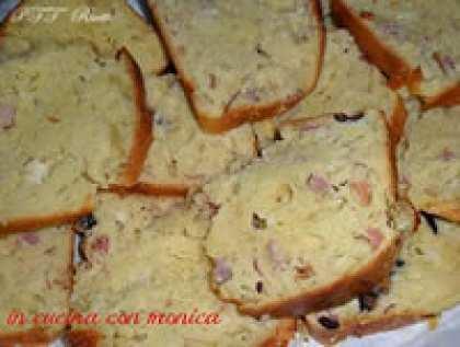 Plumcake salato con prosciutto cotto, formaggio e olive