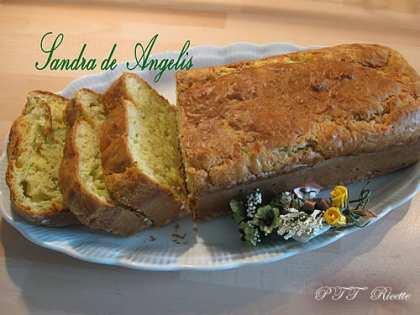 Plumcake salato con zucchine, formaggio e pancetta