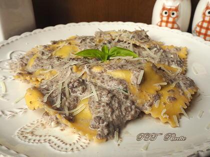 Ravioli con crema di funghi e carne