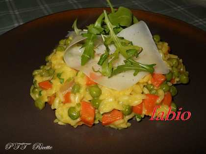 Risotto con piselli, carote e raspadura
