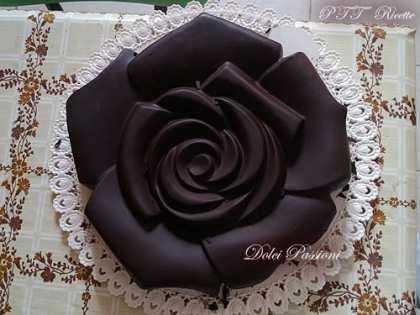 Rosa al cioccolato con nocciole