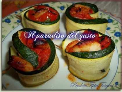 Rotolini di zucchine con gamberetti e ciliegino