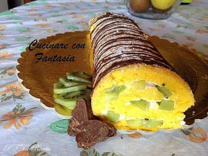 Rotolo con panna, cioccolato e kiwi