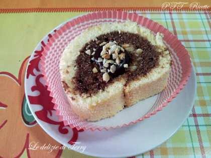 Rotolo di pasta biscotto con crema Rocher