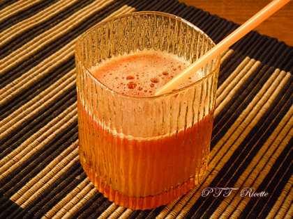 Succo rosso di pomodoro, ananas e sedano
