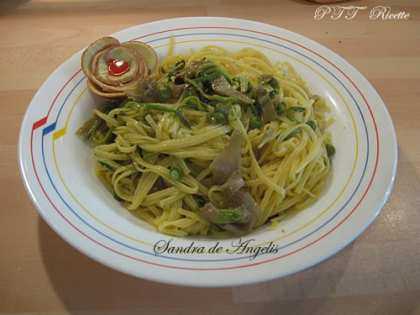 Tagliolini primavera, con piselli, zucchine, carciofi e olive