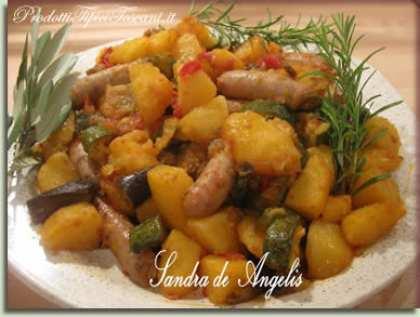 Teglia al forno con ortaggi misti e salsiccette di tacchino