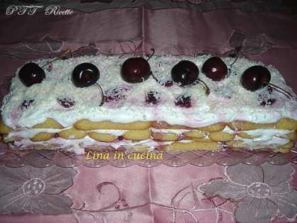 Tiramisù alle ciliegie, panna e yogurt