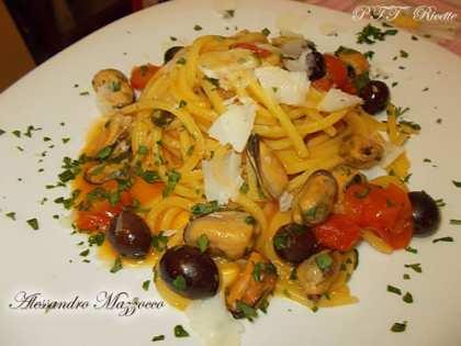 Tonnarelli cozze, pomodorini Pachino e olive di Gaeta