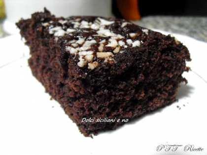 Torta al cioccolato con granella di zucchero