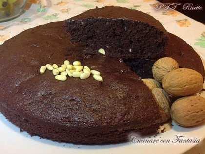Torta al cioccolato con noci e pinoli