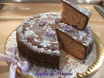Torta allo yogurt di more e violette