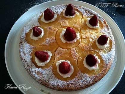Torta ananas e fragole