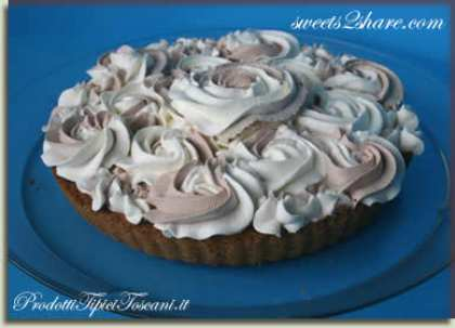 Torta con crema al cioccolato e panna