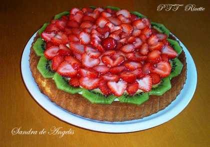 Torta con fragole e kiwi