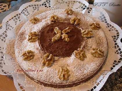 Torta con gocce di cioccolato e noci