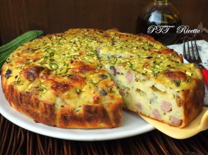 Torta di zucchine, prosciutto cotto, provola e olive