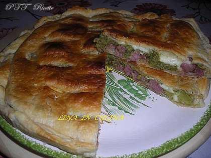Torta rustica con salsiccia e broccoletti