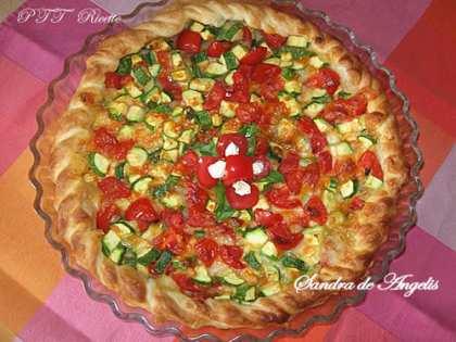 Torta salata con zucchine, pomodori Pachino e mozzarella