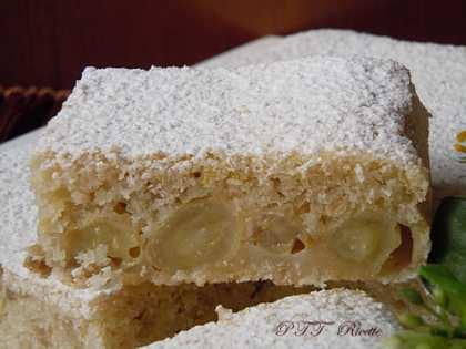 Torta senza lattosio con uva e cocco