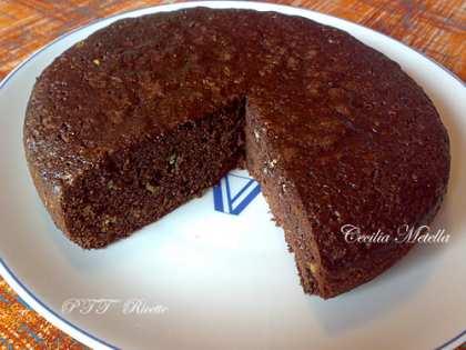 Torta soffice al cacao con gocce di cioccolato