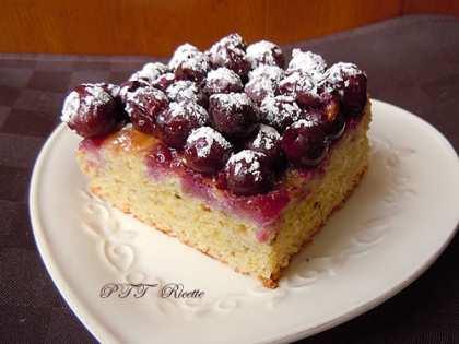 Torta vegana con uva, senza uova e senza burro